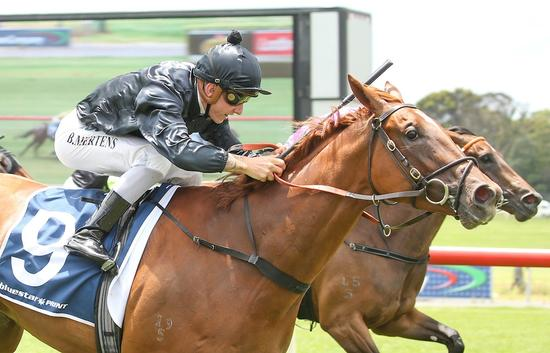 Oaks-bound Amanikan impressive first-up