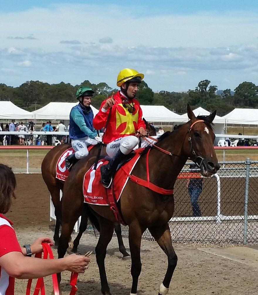 Cranny Flyer defeats stable mate on Cup day.