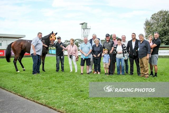 Smarty salutes at her home track