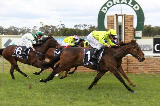 East Star Wins On Debut