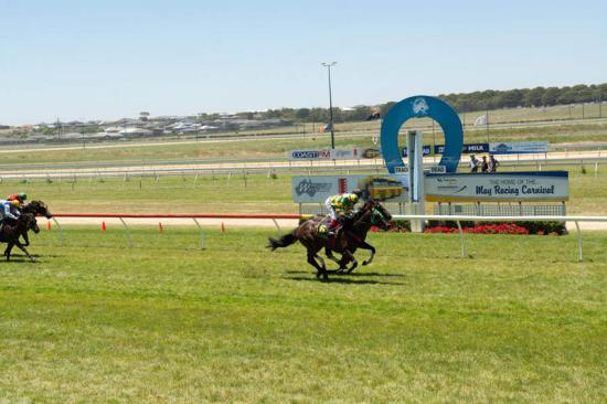 Maiden Win For Royal Manner