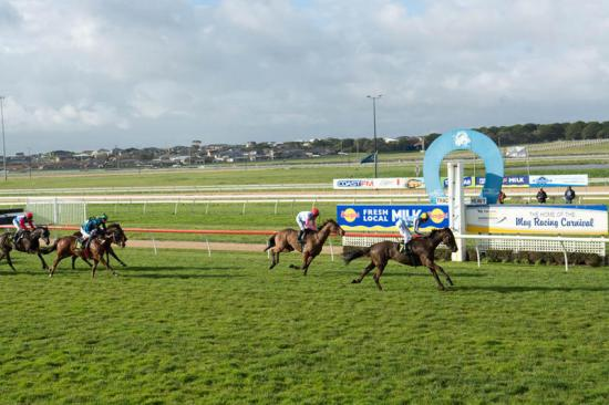 Strong Maiden Win For Like The Clappers