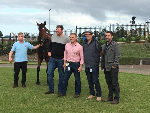 BON DANCER WINS GEELONG