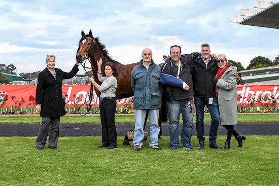 Photo Sandown 28th JUne 2017 Winning Owners Horse.JPG
