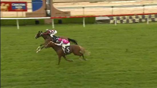 Helensburgh Ham Digs Deep To Score On A Soggy Wyong Strip