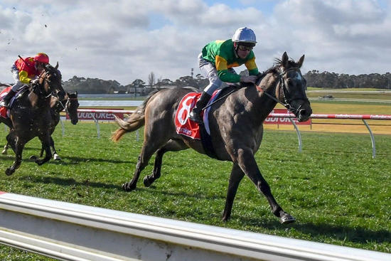 Fully Maxed Win At Sandown
