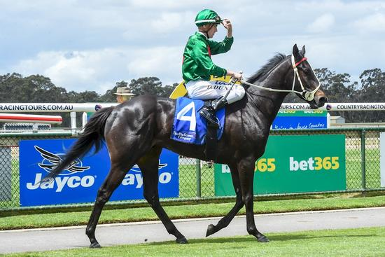 Lorenzetti posts courageous maiden win