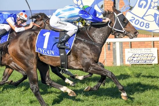 Aluf defies big weight for overdue win