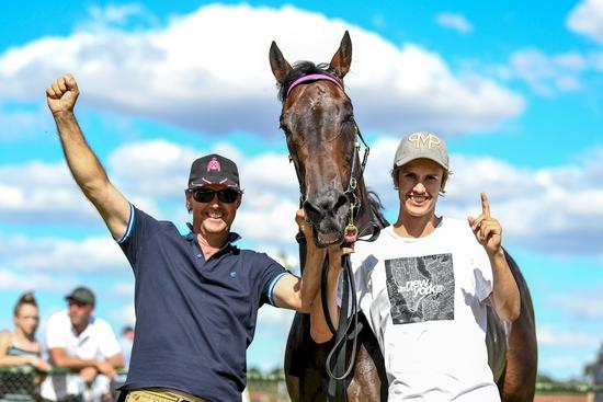 Severn Road makes it 11 wins as a 10-year-old
