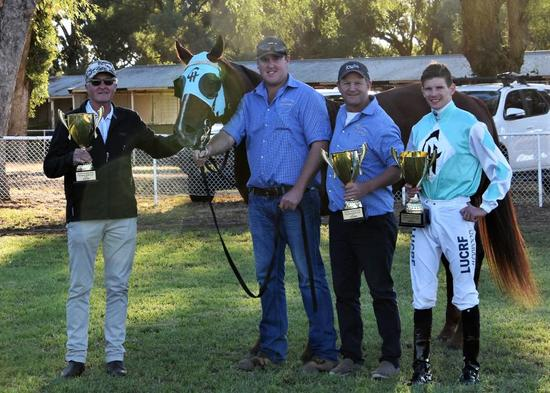 Class Clown wins 2018 Parkes Gold Cup