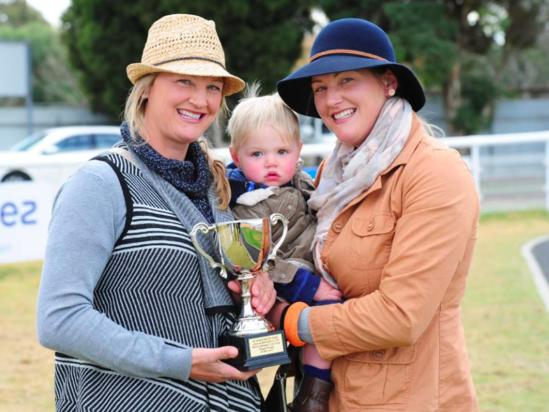 Thunder Road wins Riverina Cup for Lucy and Emma Longmire