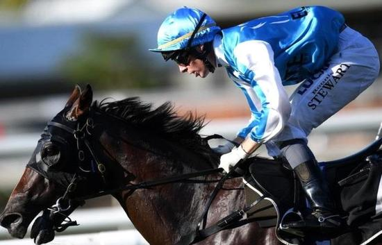 Straturbo Impresses With Win Number 11