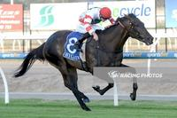 Too Tough, Too Strong – Miss Siska salutes at Pakenham