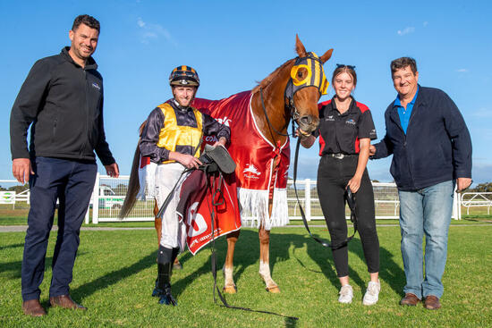Celebrity Witness takes out Ladies Day Cup
