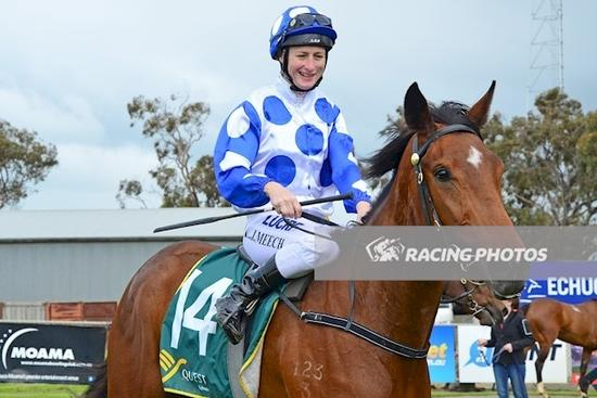 ZOLANI WINNER 3OCT16 RIDDEN BY LINDA MEECH.jpg